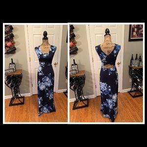 Gilli - Maxi Dress - Small